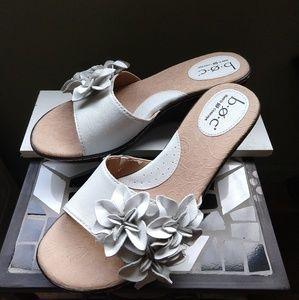 Born BOC White leather Slip on Sandals